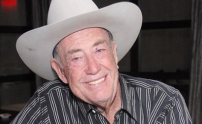 Doyle Brunson awarded epic poker league lifetime card